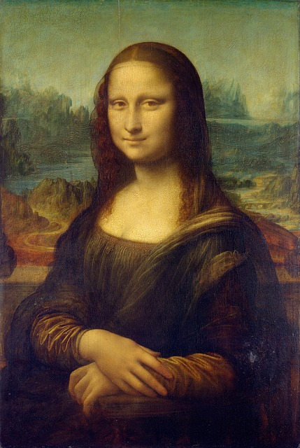 "Faint ""Mona Lisa smile"" is even a cause of French travelers passports rejection"